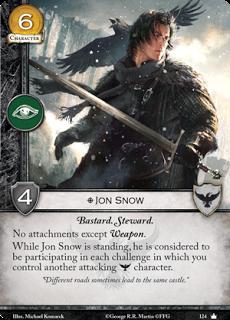 """Jon Snow. Único. Coste 6. Fuerza 4. Intriga. Bastardo. Mayordomo Sin Accesorios excepto arma. Mientras Jon Snow está de pie, se considera que está participando en cada reto en el que controles a otro personaje atacante Guardia de la Noche. """"Caminos diferentes a veces llevan al mismo castillo"""""""